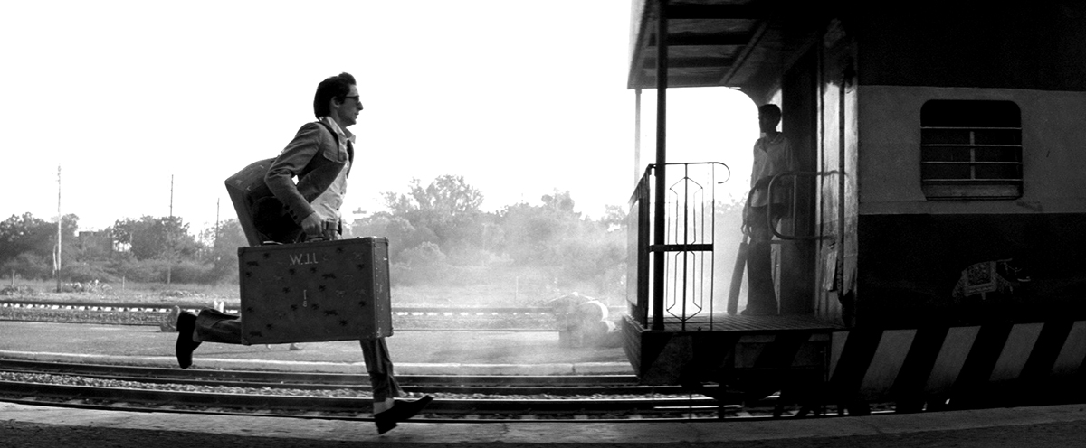 running for the train - Darjeeling Limited