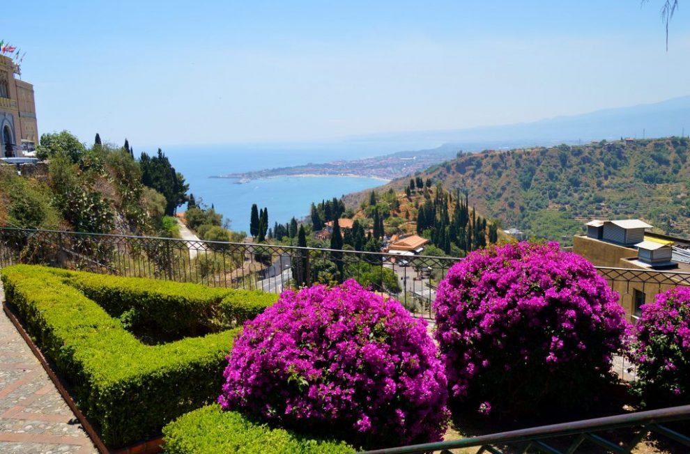 How to get to Taormina and when to visit