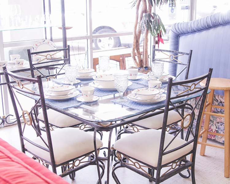 Home furnishings - metal kitchen table