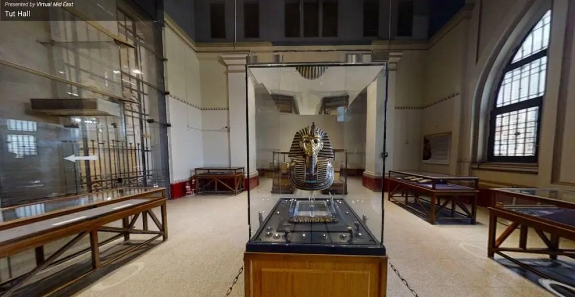 Золотая маска короля Тутанхамона в зале Туту в Египетском музее.