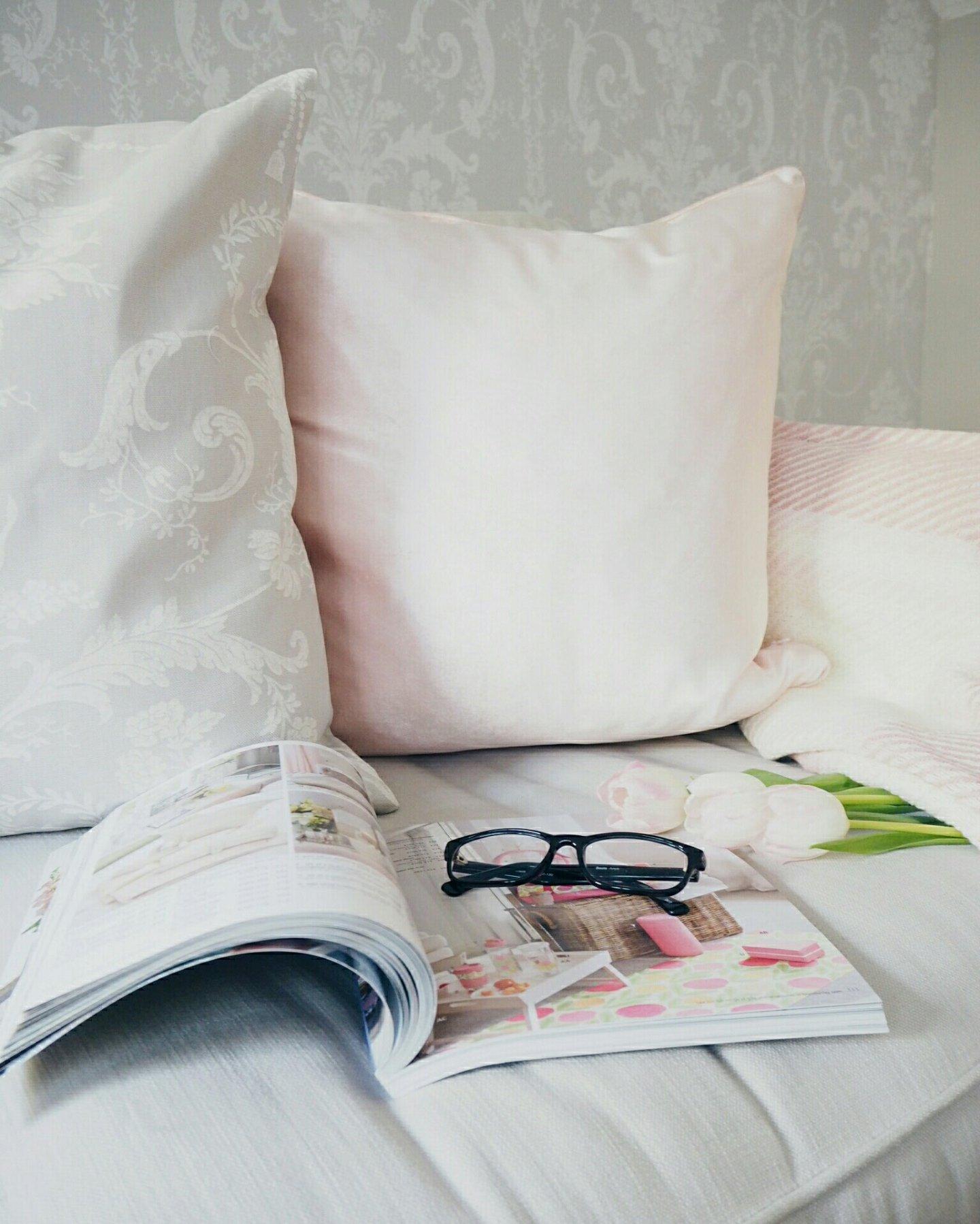 Pink velvet spring cushion