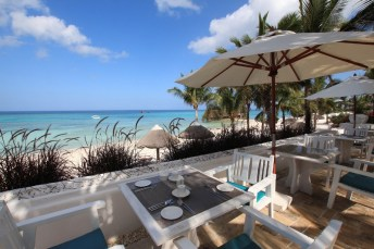 constance-aiyana-pemba-zanzibar-restaurant-near-the-beach_hd