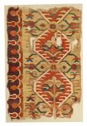 Tappeto con palmette e motivi floreali Karapinar, Anatolia occidentale XVII secolo, 154 × 101 cm, frammento Galleria Moshe Tabibnia, Milano