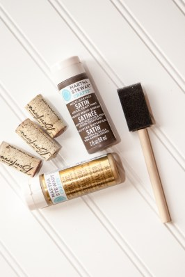 Outdoor Fall Decorating Ideas - gold brown paint brush wine cork diy