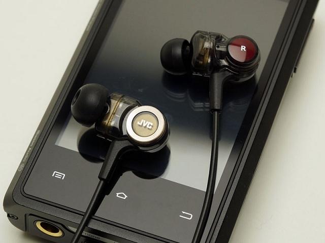 JVC HA-FXZ200 In-Ear Headphone_2
