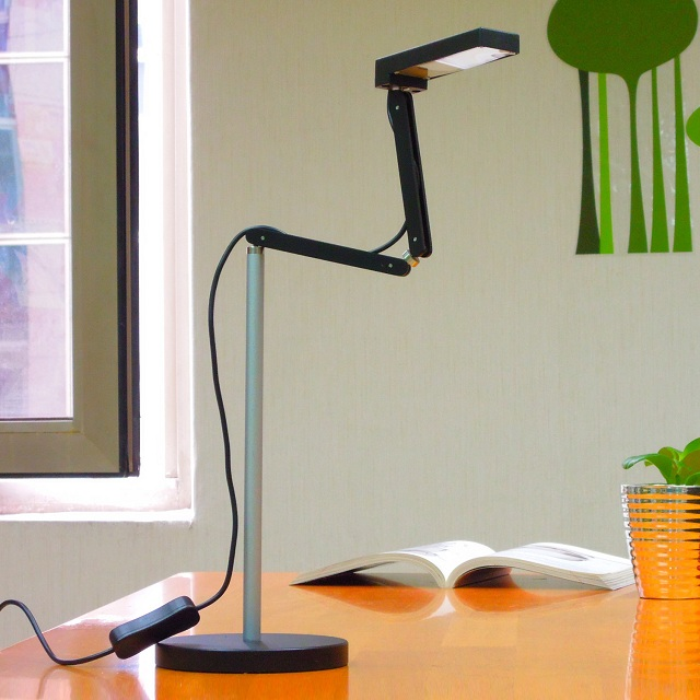 Toca Table Lamp by QisDesign for Square Walnut_1