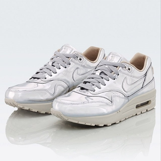 Nike WMNS Air Max 1 SP Liquid Silver_3