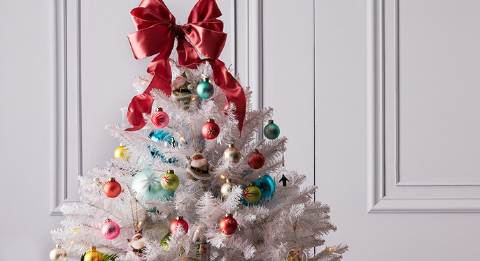 Holiday Decor: White & Bright at Gilt