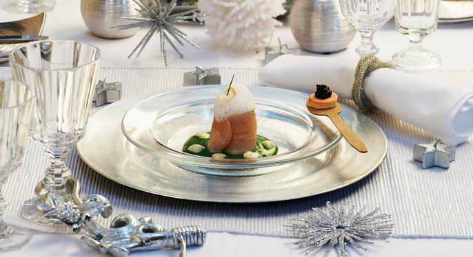Shine Bright: The Metallic Holiday Table at Gilt