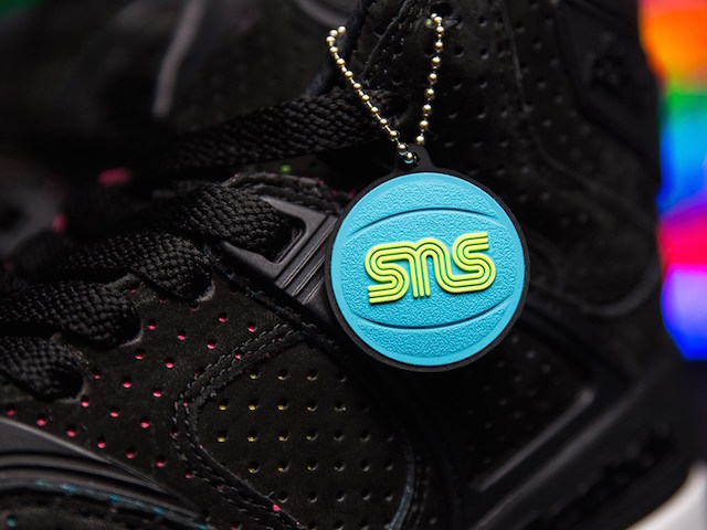 Sneakersnstuff x Reebok The Pump Blacklights_7