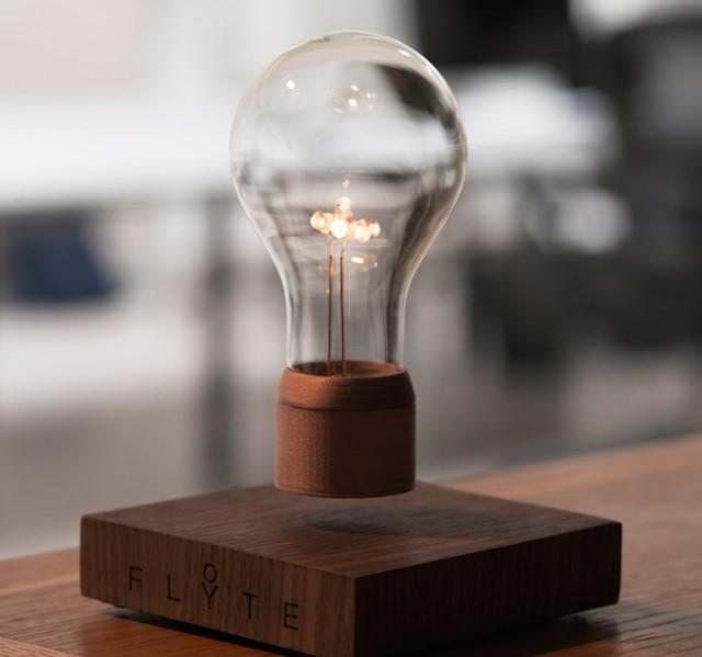 Flyte Levitating Lightbulb_2