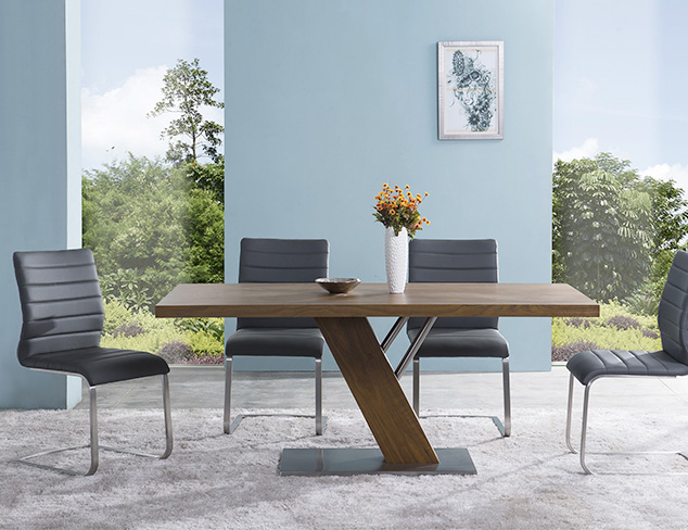 A Nod to Mod Furniture at MYHABIT