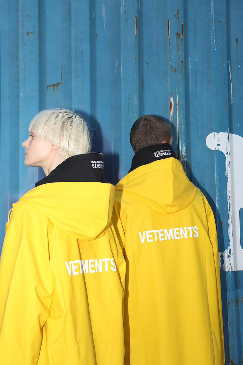 Vetements Vetements Logo Raincoat in Yellow