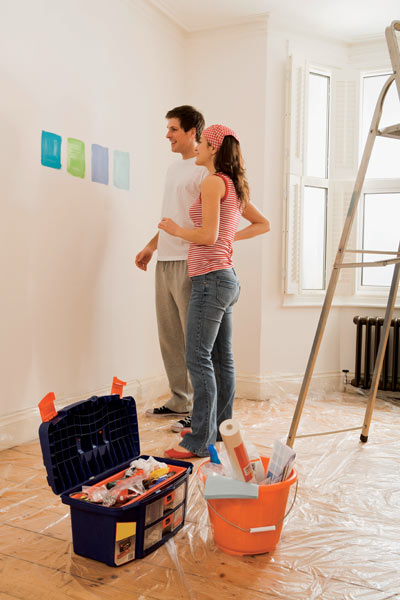 couple choosing colours home decorating