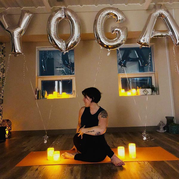 Sarah Meldoy Yoga Teacher baloons