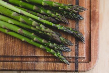 asparagus on cutting board
