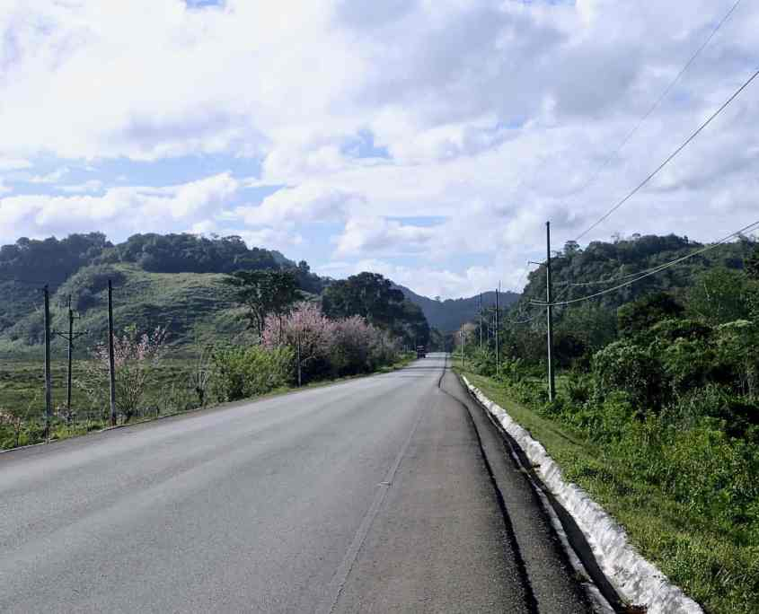 bicycle touring Guatemala - the shoulder of the roads