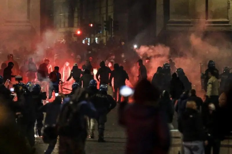 Rome violent clashes covid19 restrictions,