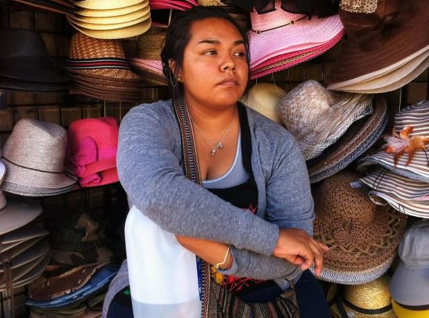 جلسة المرأة، بسبب، قبعة العرض