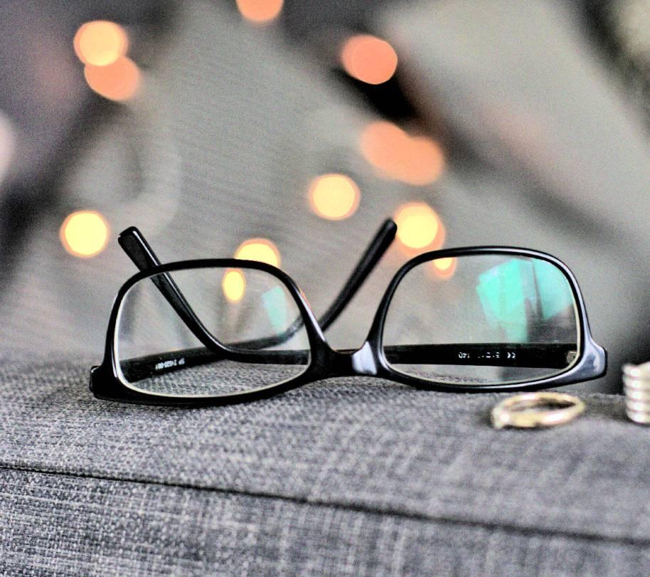 Brille zu tragen ist nicht schlimm, aber leider sieht man sie öffentlich viel zu selten