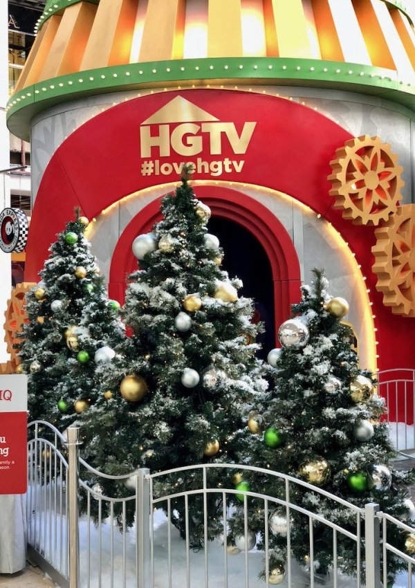 HGTV Santa HQ Scottsdale Fashion Square: What to Expect