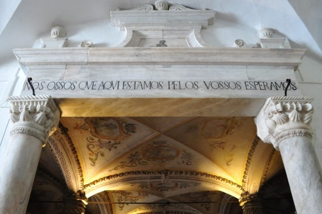 Évora Portugal - Na famosa Capela dos Ossos