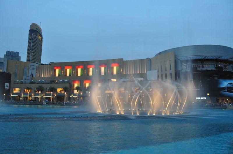 Dubai de graça - Apresentação das águas dançantes nas fontes do Dubai Mall