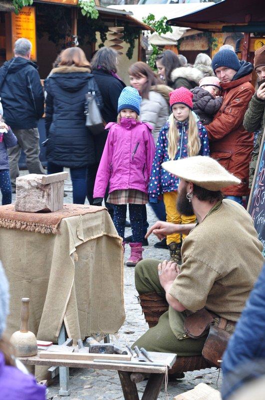 Mercado de Natal Pforzheim Alemanha - Apresentação de artesão medieval