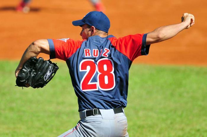 Norge Luis Ruiz un tira fuego Cubano con Las Águilas Cibaeñas