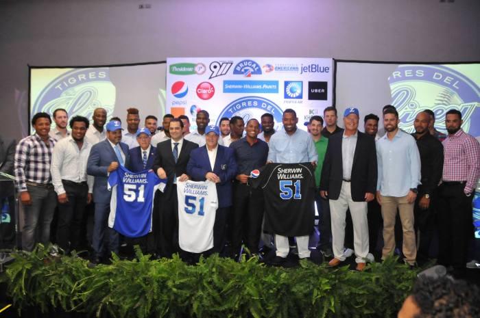 Tigres del Licey presentan equipo para temporada 2016-2017