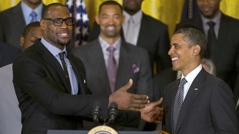 "LeBron James: ""Apoyo a Hillary porque continuará el legado de mi gran amigo, Barack Obama"""