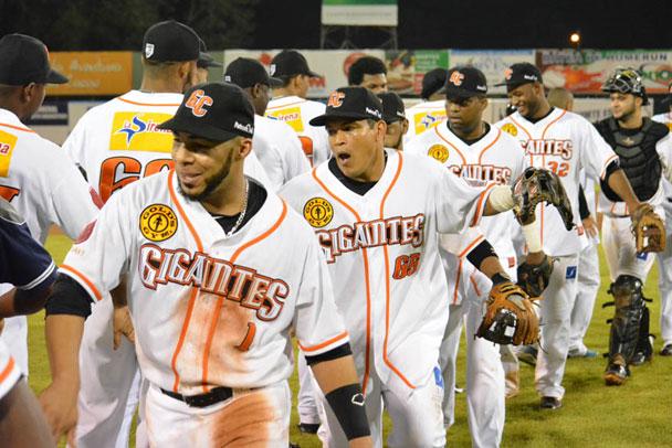 Licey, Gigantes y Estrellas ganan en beisbol RD