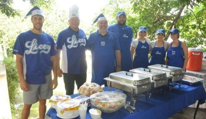 Licey lleva almuerzo Aldeas SOS en Día de Acción de Gracias
