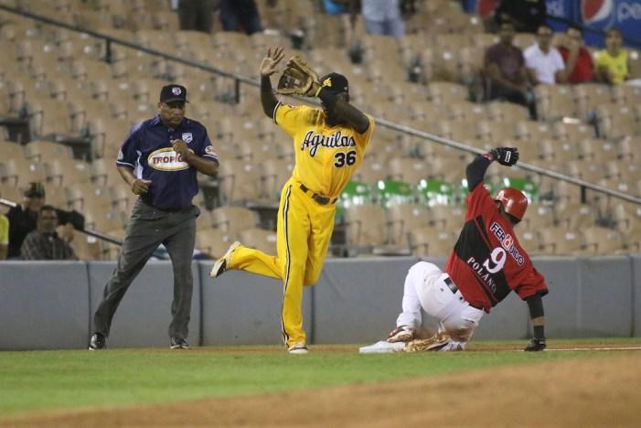 Águilas propinan segunda derrota a los Leones