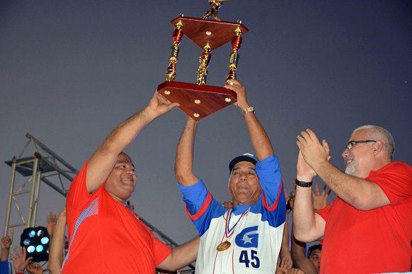 Carlos Martí dirigirá equipo Cuba en Clásico Mundial de Béisbol