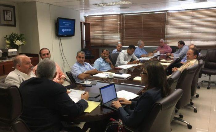 Lic. Vitelio Mejía encabeza su primera reunión como presidente de LIDOM