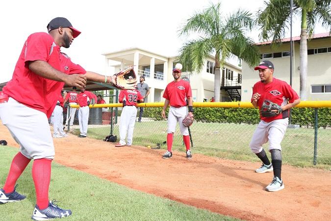 Leones practicaron el domingo y el lunes integran jugadores de posición