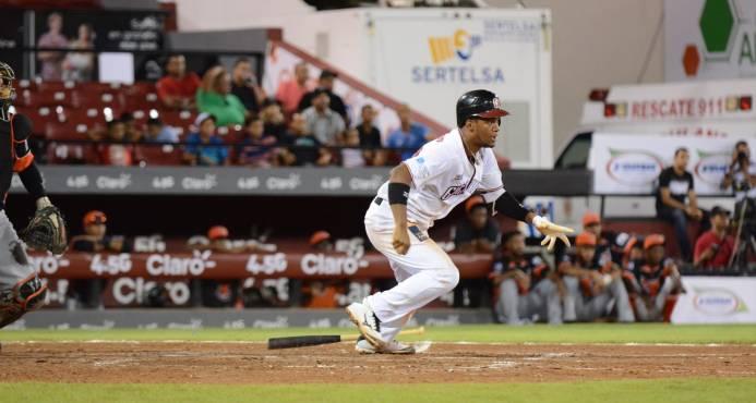 Leones y Gigantes se acercan a la cima del béisbol dominicano