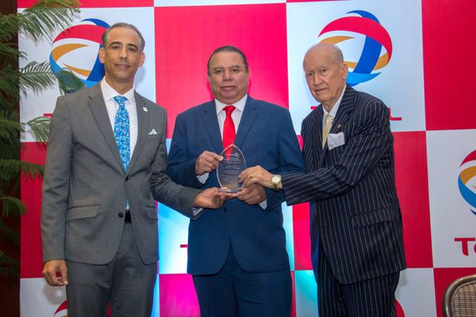 Premios Total galardona mejores torneo beisbol de RD