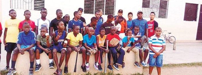 Inician práctica béisbol en Haití