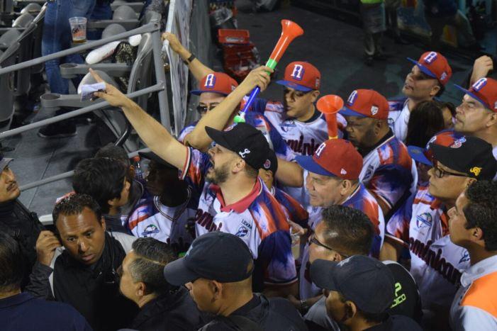 Lío entre fans dominicanos y seguridad en Serie del Caribe