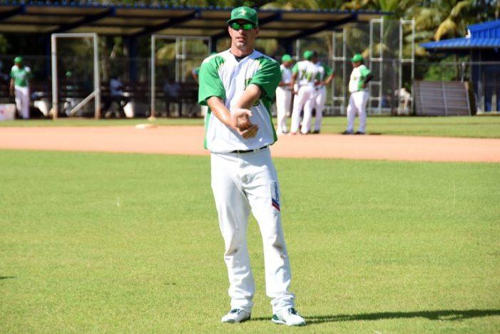 Evan MacLane se reporta a entrenamientos de Estrellas