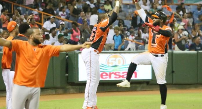 Toros remontan ante Jumbo Díaz para vencer a las Estrellas