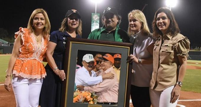 Las Estrellas y LIDOM Rinden homenaje a Morales Troncoso