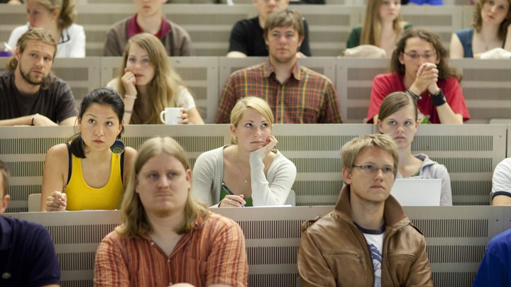 The Problem That Psychology Can't Shake - image of college age students in a classroom