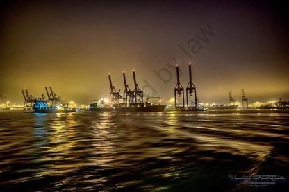 Auch Nachts ist eine Bootstour am Hafen klasse