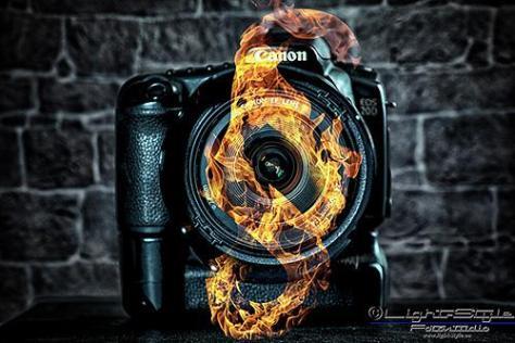 brennender Paragraph - Fotorecht - was darf ich, was darfst Du - service-fuer-fotografen, fototips, fotorecht, allgemein - Werbefotos, Vorschriften & Gesetze, Urheberrecht, Recht am eigenen Bild, Fotorecht, Fotografenprobleme, Businessporträts, Businessfotos, Behörden