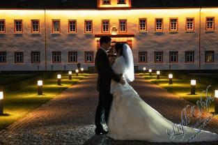 H18L0106 1050 - After Wedding Shooting Teil 2 - outdoor, hochzeitsfotos, allgemein, afterwedding, abseits-des-alltags - Hochzeitsfotos, Geschenke, Frauen, Draußen, After wedding