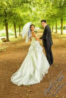 H18L0106 799 - After Wedding Shooting Teil 2 - outdoor, hochzeitsfotos, allgemein, afterwedding, abseits-des-alltags - Hochzeitsfotos, Geschenke, Frauen, Draußen, After wedding