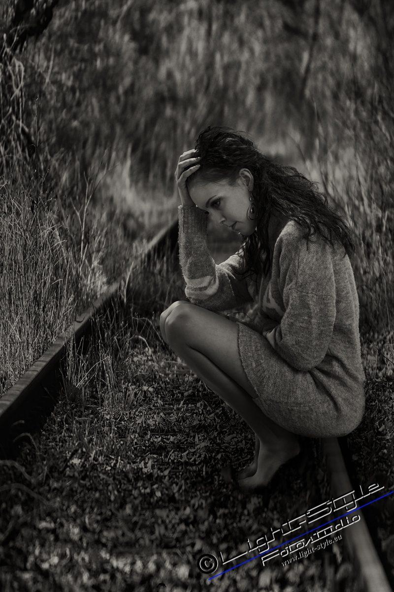 PS18L0102 91 2 800x1200 - Porträts der Traurigkeit - portraets, besondere-portraets, allgemein, abseits-des-alltags - Porträts, Melancholie, Frauen, besondere Porträts